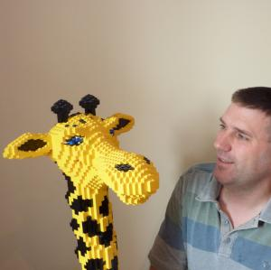 Giraffe built in Lego