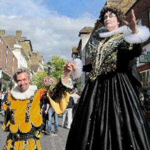 Queen Elizabeth and Sir Walter Raleigh street theatre act.