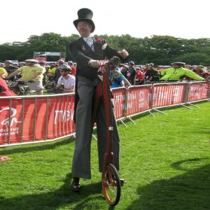 Victorian/Edwardian Stilt Walkabout