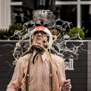 Madcap street show for street festivals and town centres